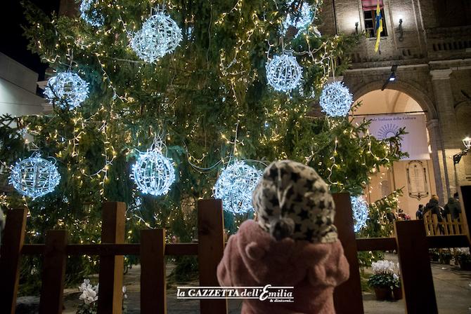 Auguri Di Natale 105.Parma Accensione Dell Albero Di Natale E Auguri Del Sindaco Alla