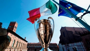 L'UEFA Champions League Trophy Tour presentato da UniCredit fa tappa a Bologna