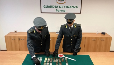 "Guardia di Finanza: arrestato un corriere ""ovulatore"" - video"