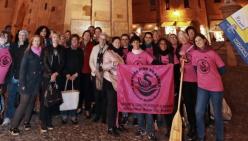 Modena - Assessore, volontarie e pink dragons contro il cancro