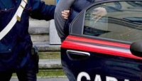 Minaccia un barista e aggredisce i Carabinieri