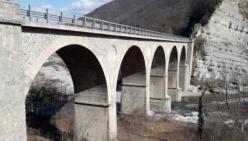 Vetto, senso unico alternato sul ponte del Pomello